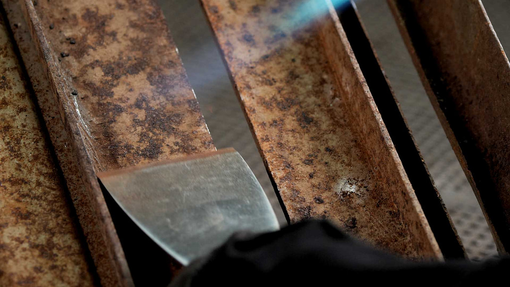 Using Butane Heat Gun from Pro-Iroda to do paint stripping